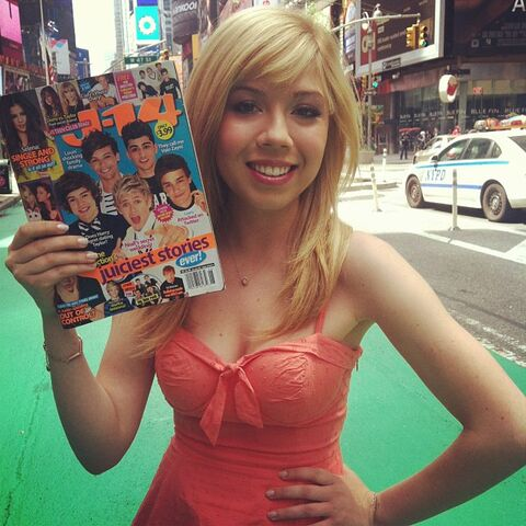 File:Jennette holding J-14 magazine in NYC, May 2013.jpg