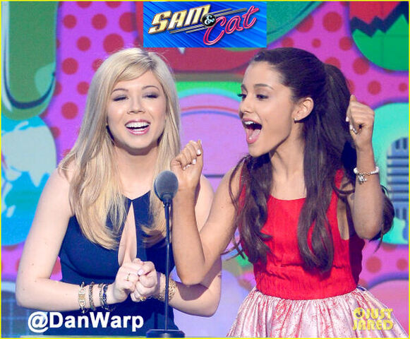 File:Jennette and Ariana on stage at the KCAs 2013.jpg