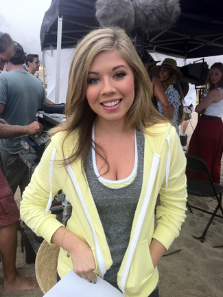 File:Jennette at Worldwide Day of Play promo shoot 2012.jpg