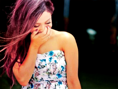 File:Ariana laughing.png