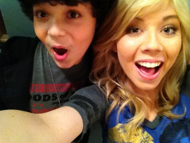 File:Cameron and Jennette making faces for the camera.jpg