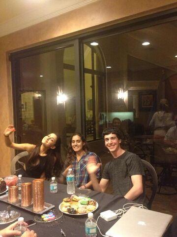 File:Ariana in Boca with friends.jpg