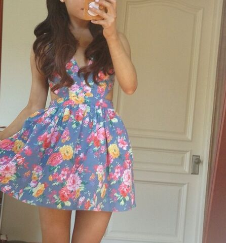 File:Ariana in a floral dress from Love Culture.jpg