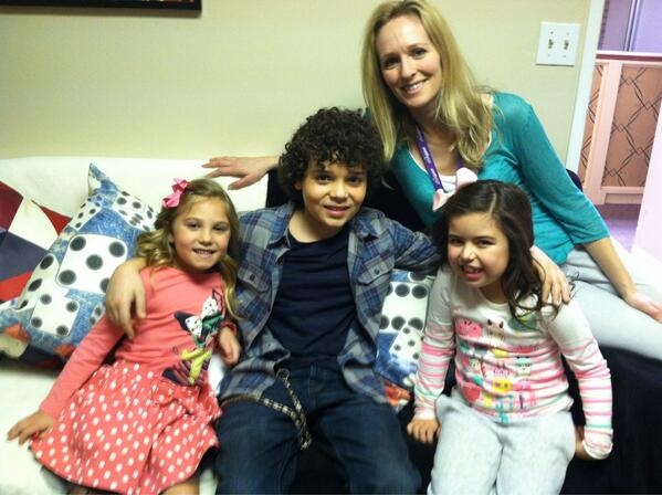 File:Laura Erikson with Cameron, Sophia Grace, and Rosie.jpg