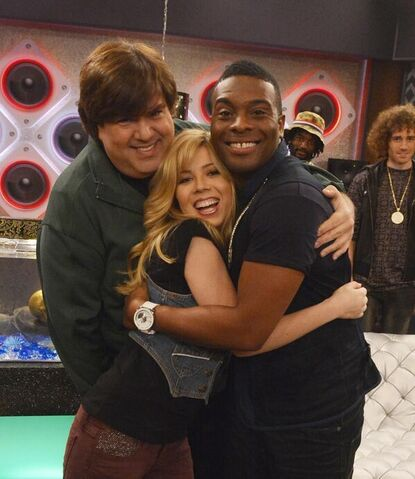 File:Jennette McCurdy with Dan Schneider and Kel Mitchell on the set of Sam & Cat.jpg