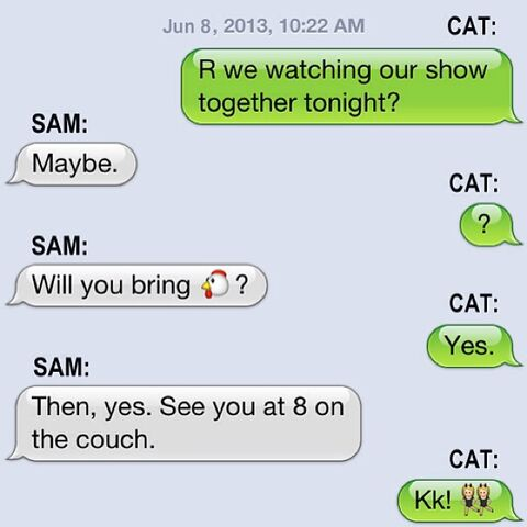 File:Sam and Cat texting promotional image for pilot premiere.jpg
