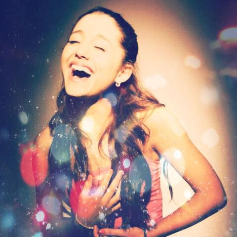 File:Ariana in Jones Crow Swimsuit.jpg