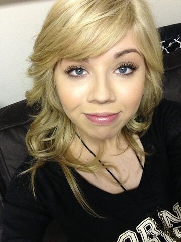 File:Jennette Feb 24, 2013.jpg