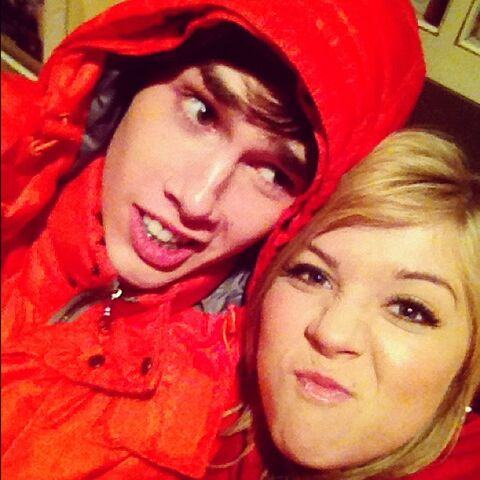File:Jennette with Noah Crawford.jpg