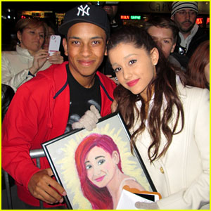 File:Ariana with a fan who drew a portrait.jpg