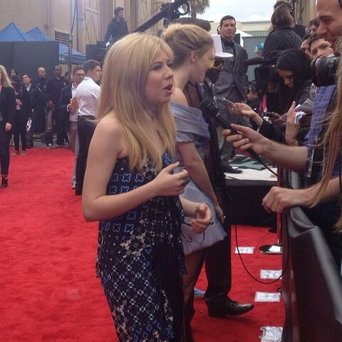 File:Jennette chatting with press at the MTV Movie Awards 2013.jpg
