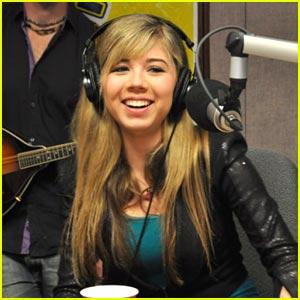 File:Jennette at KMLE Country radio 2010.jpg