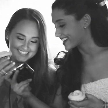 File:Ariana with her friend Alexa Luria.jpg