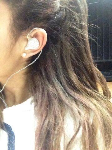 File:Ariana Grande with in ears.jpg