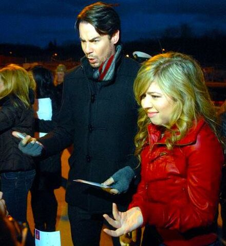 File:Jerry and Jennette iCarly military base tour.jpg