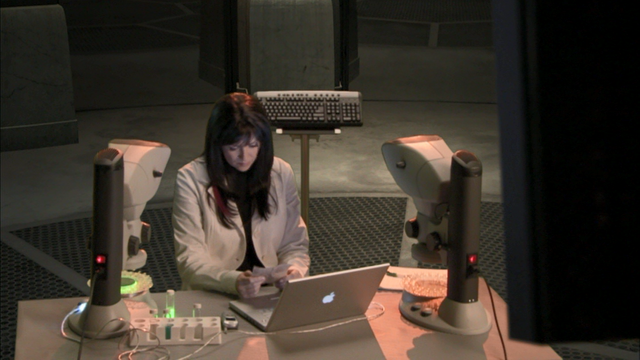 File:0x03 Helen at her work station.png