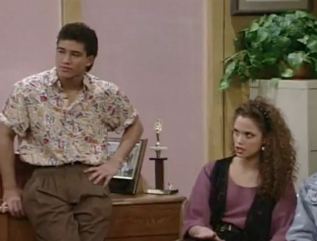 File:S2 E1 - The Prom -24 slater n jessie.png