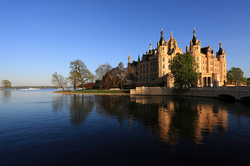 File:Schweriner Schloss in the Evening Sun.jpg