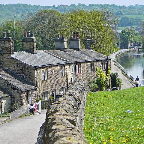 File:Cottages at Dobson Locks.jpg