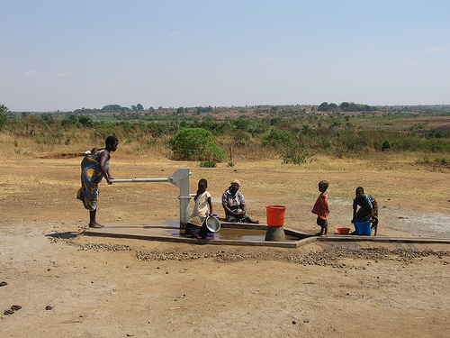 File:Well in Mvunguti.jpg