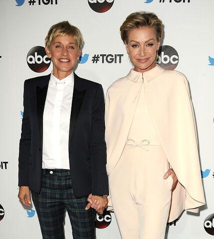 File:2014 LA TGIT Premiere Event - Portia and Ellen 01.jpg