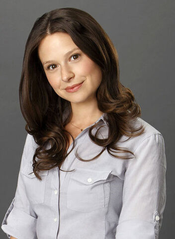 File:Season 1 Cast Promos - Katie as Quinn 02.jpg