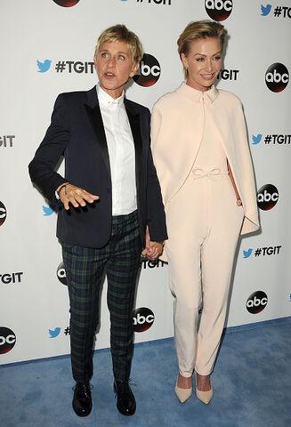 File:2014 LA TGIT Premiere Event - Portia and Ellen 02.jpg