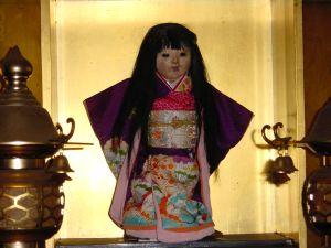 Datei:Okiku-Puppe.jpg