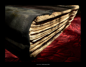 Datei:Dunkles Buch.jpg