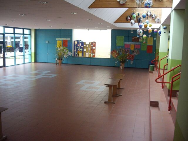 Datei:Aula-viktor-von-scheffel-realschule.JPG