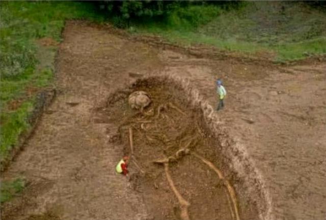 File:Giant skeleton 3.png