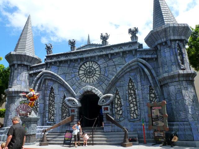 File:Scooby-Doo Spooky Coaster facade.jpg