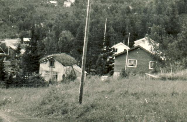 File:Hus i Storvika ca 1965.jpg