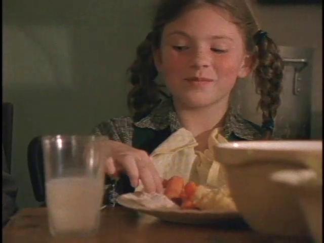File:Thanksgiving (Girl).png