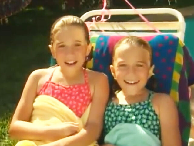 File:Mary Kate And Ashley, Pool.jpg