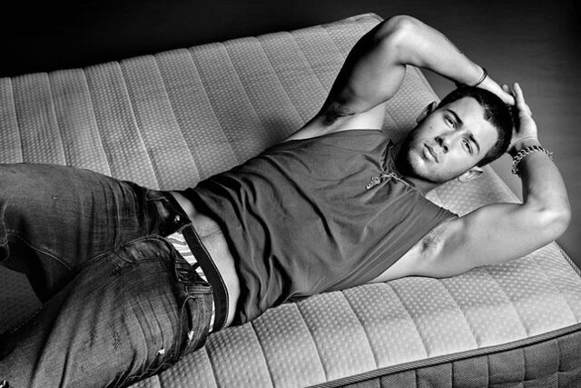File:Nick jonas bed.jpg