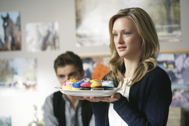 File:9x11 Lucy with cupcakes.jpg