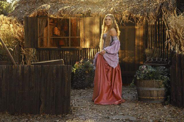 File:7x11 Elliot as Princess II.jpg