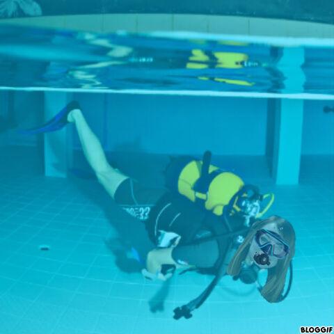 File:Emma Stone scuba diving.jpg