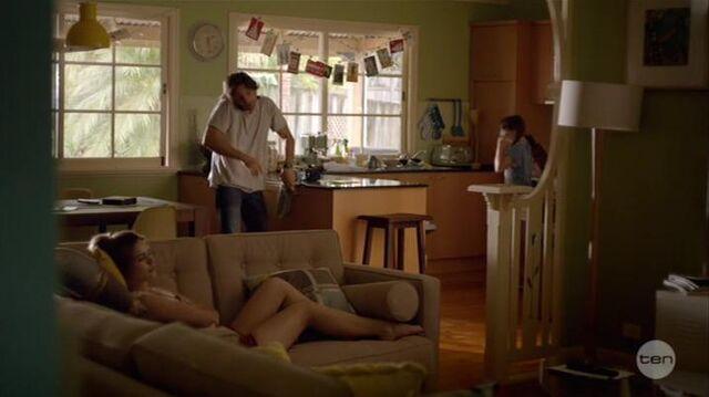 File:Australian Series-1x01-30.jpg