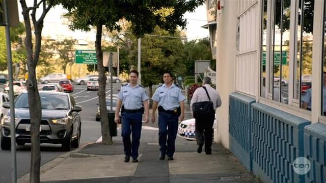 File:Australian Series-1x01-25.jpg