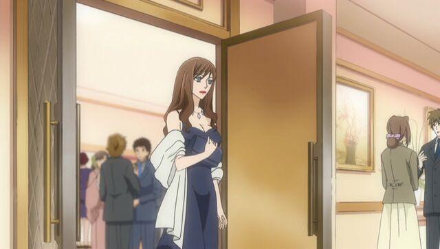 File:Erika Ichinose stepping out.jpg