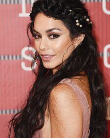 Vanessa-hudgens-sparkly-makeup-mtv-vmas-2015-video-music-awards-ftr