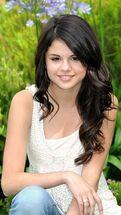 Selena-sweet-selena-gomez-14388475-360-640