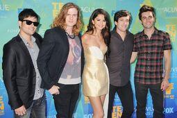 Selena-gomez-the-scene-2011-teen-choice-awards-01