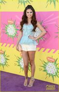Selena-gomez-kids-choice-awards-winner-02