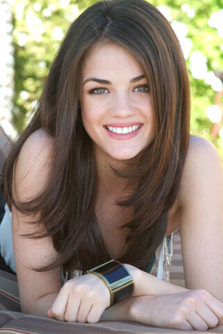 File:Lucy-Hale-lucy-hale-801297 500 747.jpg