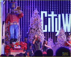 Zendaya-toys-for-teens-event-performer-08