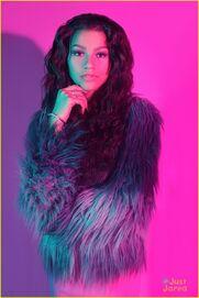 Zendaya-coleman-glossy-furcoat