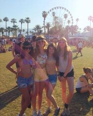 Bella-thorne-with=pals-at-fair